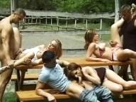 Vidéo porno mobile : Pic Nique sous haute surveillance